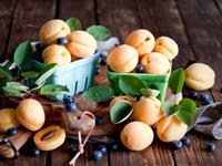 Какие фрукты поспевают в Армении в июне?